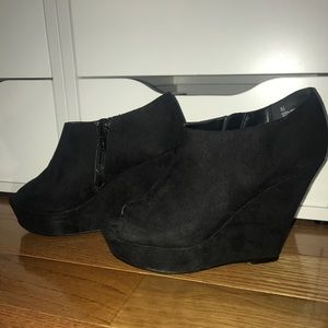 Mossimo Black suede wedge